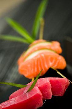 sashimi                                                                                                                                                                                 More Japanese Food Sushi, Japanese Kitchen, Sushi Design, Food Design, Sushi Recipes, Asian Recipes, Jiro Dreams Of Sushi, Raw Tuna, Sashimi Sushi