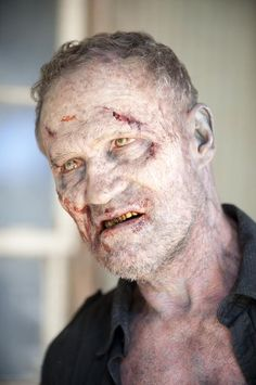 Great Merle Dixon Walker Close up shot. - The Walking Dead [I never expected Merle to have such a good zombie look. Walking Dead Girl, Walking Dead Zombies, Walking Dead Season, Fear The Walking Dead, Walking Bad, Merle Dixon, Michael Rooker, Dead Pictures, Best Zombie