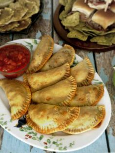 Beef Empanadas These Beef Empanadas are also extremely easy to make and are a great addition to any tapas or party menu.These Beef Empanadas are also extremely easy to make and are a great addition to any tapas or party menu. Baked Empanadas, Ground Beef Recipes, Quick Easy Meals, Mexican Food Recipes, Drink Recipes, Food And Drink, Cooking Recipes, Favorite Recipes, Stuffed Peppers