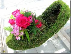How to Make a Moss Shoe Flower Arrangement | Crafts a la mode  This is just adorable! ~Ruth :)