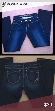 NEW💲✂️ CONDITION EXPRESS JEANS EXPRESS JEANS BARELY BOOT REGULAR FIT LOW RISE. SSIZE 4 R Express Jeans