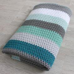 Als je een deken wilt haken, moet je veel keuzes maken. En daar ben ik niet zo goed in... Wat voor patroon moet het worden? Vierkanten, r...
