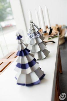 Idee fai da te :: Addobbi natalizi - l'albero di natale di carta