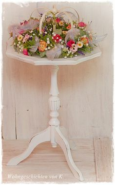 #Frühlingsdeko im #Shabby-Stil http://de.dawanda.com/product/50187498-Beistelltisch-Shabby-Chic-French-Vintage-