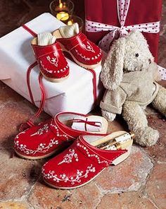 Christmas clogs <3  I definitely need a pair of these, nah - make it 2 pair!!!!