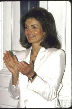 Jackie Kennedy Onassis. Location:US Date taken:1983 Photographer:David Mcgough❤❤❤❤❤❤ http://en.wikipedia.org/wiki/Jacqueline_Kennedy_Onassis
