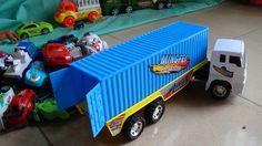 """Car container toy 3 - Xe ô tô đồ chơi trẻ em - Kid Studio là video về xe ô tô container chở các xe ô tô con và xe ô tô cảnh sát đến đúng nơi quy định. """"Car c..."""