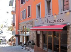 La Rouvenaz Montreux Overlooking Lake Geneva and only 20 metres from the lakeshore, this guest house is a 5-minute walk from the Train Station and the convention centre in Montreux. Free WiFi is offered and bicycles can be rented on site.