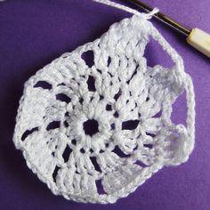 Vánoční dekorace: Návod na obháčkovanou kouli 9 Crochet Earrings, Mini, Blog, Jewelry, Jewels, Schmuck, Jewerly, Jewelery, Jewlery