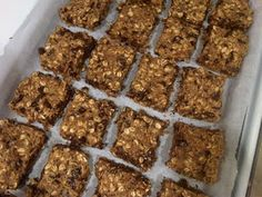 I hadn't made Tosca Reno's clean eating protein bars in a while but they are one of my favourite recipes so I was really happy when I decid. Clean Eating Breakfast, Clean Eating Diet, Healthy Eating, Breakfast Ideas, Breakfast Recipes, Clean Protein Bars, High Protein, Protein Snacks, Healthy Treats