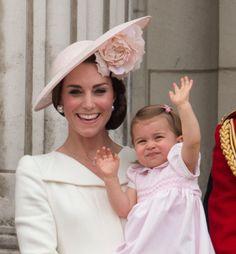 La principessa Charlotte debutta sul balcone di Buckingham Palace  - Gioia.it