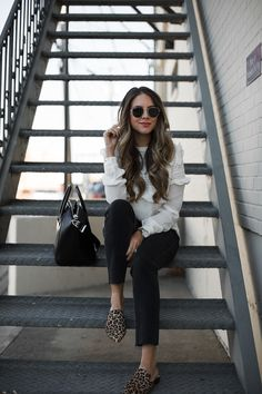 I Finally Found the Best Pair of Cropped Denim Denim and leopard mules Look Fashion, Autumn Fashion, Fashion Outfits, Denim Fashion, Stylish Outfits, Fall Outfits, Cute Outfits, Leopard Shoes Outfit, Animal Print Outfits