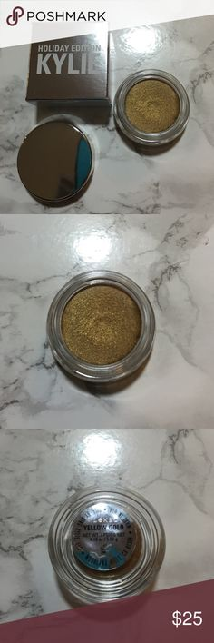 Kylie Holiday Edition Crème Shadow in Yellow Gold Authentic Kylie Holiday Edition Crème Shadow in Yellow Gold. Yellow Gold is currently out of stock. This product is new and has never been used and comes in original packaging! 😊 Kylie Cosmetics Makeup Eyeshadow
