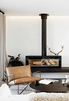 An Australian house influenced elsewhere - DECO PLANET a homes world Source by lillyrosed Mcm House, Interior And Exterior, Interior Design, The White Company, Australian Homes, Fireplace Design, Country Decor, Living Room Decor, Sweet Home