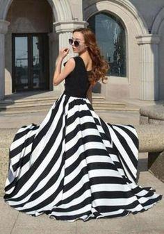 Black And White Striped Flowing Round Neck Party Elegant Maxi Dress. Vestito  Bianco f51904808b6
