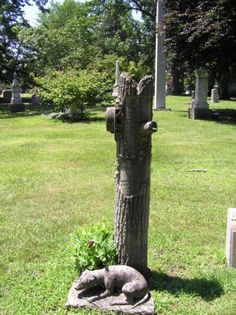 trunk stone with dog and hat  Woodlawn Cemetery  Toledo, Ohio
