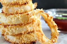 A healthy, crunchy and delicious alternative to fried onion rings, these baked onion rings are crunchy and flavorful.