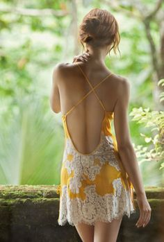 Marjolaine chemise in yellow-ivory, perfect to wear making breakfast on a summer morning