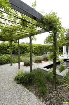 Onderhoudsvriendelijke tuinen komen in diverse stijlen en zijn vooral gericht op gebruiks- en onderhoudsgemak.