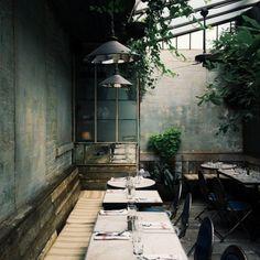 IM NOT WORDY restaurant interior decay green plants Cafe Bar, Cafe Shop, Bar Interior, Interior And Exterior, Bar Restaurant, Restaurant Design, Restaurant Interiors, Commercial Design, Commercial Interiors