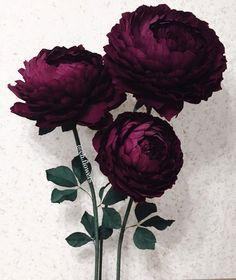 Лена Богомолова Crepe Paper Flowers Tutorial, Crepe Paper Roses, Paper Flowers Craft, Large Paper Flowers, Giant Flowers, Paper Flower Backdrop, Flower Crafts, Flower Petal Template, Crepe Paper Crafts