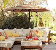 meubles de jardin canapé d'angle avec table et coussins sympas