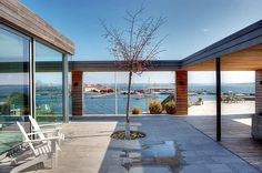 Designing outdoor spaces into a home is a great thing!    Vue sur la mer