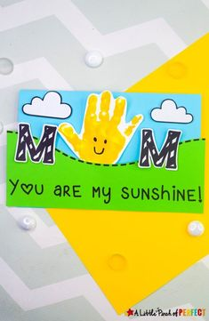You are My Sunshine Handprint Craft and Free Template for Mother's Day - Preschool Curriculum, Free Preschool, Toddler Preschool, Toddler Crafts, Preschool Crafts, Dad Crafts, Mothers Day Crafts, Happy Mothers Day, Popcorn Crafts