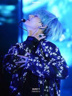 kim taehyung ♥ V ♥ my life kim taehyung ♥ CR:NUNA V Seokjin, Hoseok, Namjoon, Foto Bts, Bts Photo, Daegu, Bts Pictures, Photos, Jimin