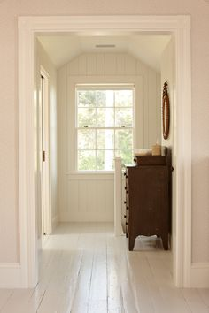 White hall with painted chest of drawers. White Painted Wood Floors, Old Wood Floors, Wood Wood, Painting Wood Floors, White Hardwood Floors, Laminate Flooring, Painted Chest, Painted Dressers, White Paints