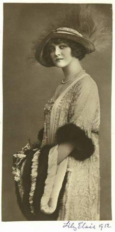 Mlle Lily Elsie comme «Angèle Didier '- 1912 - Le Comte de Luxembourg' - @ ~ Mlle