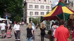 Betritt man die Festung Vellberg, den kleinen Marktplatz, unseren Museumsgasthof durch das sandsteinerne Portal, schlendert durch Stube, Ratsherrenzimmer und kleinen Saal, dann hat man unweigerlich das Gefühl, in einer wunderschönen mittelalterlichen Filmkulisse zu stehen.  In dieser Kulisse bekochen wir Sie gerne mit Köstlichkeiten aus der Region, sei es ein guter Braten, Steak, Kotelett, das Beste vom Schwäbisch Hällischen Schwein, Hohenloher Blooz, Mittelaltermahl, Whisky-Tasting…
