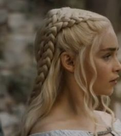 daenerys targaryen hairstyle from game of thrones season 5 hair ponytail some up some down. Black Bedroom Furniture Sets. Home Design Ideas