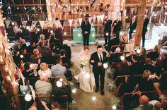 Ooh!!  Des fanions et des lumières!!!  ^_^    Chicago Fall Wedding: Ashley + Andrew