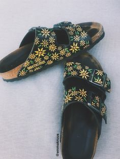 Custom hand painted birks by Dm for more info Insta:emmakruus Vsco:eekruus Looks Style, My Style, Estilo Hippie, Painted Clothes, Hand Painted Shoes, Birkenstocks, Birkenstock Sandals Outfit, Birkenstock Florida, Dream Shoes