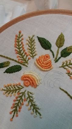 Brazilian Embroidery Stitches, Hand Embroidery Stitches, Beaded Embroidery, Embroidery Neck Designs, Hand Embroidery Flowers, Cross Stitch Boarders, Cross Stitch Patterns, Diy Crochet, Crochet Flowers