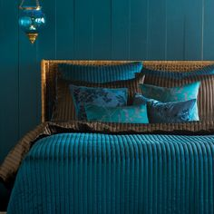 Romantic and Casual Bedroom Decorating Ideas, Peacock Comforter Teal Bedroom « Flooring « Room « Design Images, Photos and Pictures Gallery « DesignWagen Peacock Bedroom, Casual Bedroom, Bedroom Interior, Bedroom Styles, Teal Bedding, Blue Bedroom, Bohemian Bedroom Decor, Beautiful Bedrooms, Dark Teal Bedroom