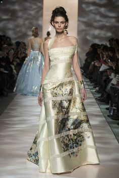 Model wears a creation by Georges Chakra Haute Couture summer 2015 Couture Fashion, Runway Fashion, Fashion Show, Fashion Design, Live Fashion, Couture 2015, Spring Couture, Fashion News, Georges Chakra