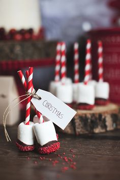 Candy cane stuck into marshmallow which is the dipped in chocolate and sprinkles - Noel - christmas Christmas Candy Bar, Christmas Sweets, Noel Christmas, Christmas Goodies, Christmas Baking, Winter Christmas, Rustic Christmas, Christmas Sweet Table, Christmas Kitchen