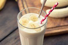 Smoothies nie sú nič bez banánov. Tentokrát som našla spaľovací nápoj s banánmi ktorý je fantastický. Strawberry Banana Milkshake, Banana Drinks, Breakfast Smoothie Recipes, Milkshake Recipes, Breakfast Healthy, Breakfast Ideas, Protein Smoothies, Banana Smoothies, Milk Shake Pomme