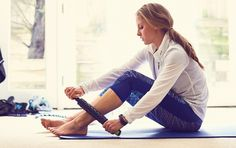 Experts provide advice on how to fix night knee pain and leg cramping. Power Walking, Walking Plan, Nighttime Leg Cramps, My Fitness Pal, Leg Pain, Leg Press, Weight Loss Program, Night Time, Body Weight