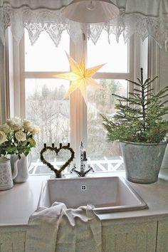 Så er endelig desember her...og jeg ønsker meg igjen en fredelig ,kreativ,smakfull, og gohjertet desember. Så får vi gjøre vårt aller bes...