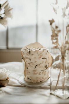 Amazing Wedding Cakes, Elegant Wedding Cakes, Romantic Weddings, Floral Wedding, Croatian Wedding, Sustainable Wedding, Dried Flower Bouquet, Flower Company, Wedding Cake Rustic