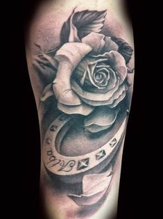 tattoo more cowboy tattoo ideas horse shoe tattoos horse shoe tattoo . Vintage Blume Tattoo, Vintage Flower Tattoo, Flower Tattoo Designs, Flower Tattoos, Vintage Flowers, Black And White Rose Tattoo, White Rose Tattoos, Tattoo Black, Black White