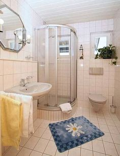 Ferienwohnung Sigis Waldhaus Neuschönau Set in Neuschönau, this apartment features a terrace and a garden. The unit is 39 km from Passau.  There is a seating area and a kitchen complete with an oven, a toaster and a fridge. Towels and bed linen are offered in this apartment.