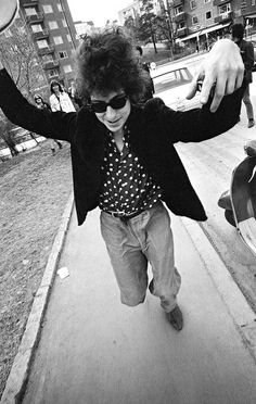 """Photographer: Larsåke Thuresson - Bob Dylan 1966 This was after a press conference outside in Solna, Sweden. """"When Bob Dylan ran towards me, I had the optics to capture him. And I was blazing - managed to capture the subject,"""" said Larsåke Thuresson Bob Dylan, Bd Cool, A Saucerful Of Secrets, Michael Palin, Blowin' In The Wind, Joan Baez, Music Magazines, Jim Morrison, Jimi Hendrix"""