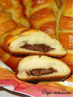 M-am îndrăgosit de aluatul acesta! E absolut superb, elastic, aerat, pufos, extrem de uşor de lucrat şi taaaare gustos. Se poate face dulce ... My Recipes, Sweet Recipes, Dessert Recipes, Cooking Recipes, Desserts, Romanian Food, Romanian Recipes, Cinnabon, Sweet Pastries