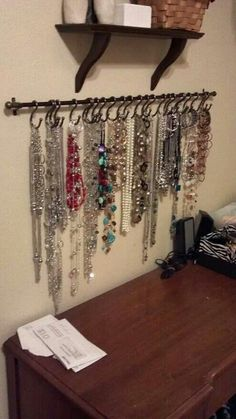 DIY necklace holder…small curtain rod and S-hooks, spray painted black and it would be perfect for hair ties/necklaces. DIY necklace holder…small curtain rod and S-hooks, spray painted black and it would be perfect for hair ties/necklaces. Jewellery Storage, Jewellery Display, Mens Jewellery, Women Jewelry, Girls Jewelry, Jewelry Organization, Organization Hacks, Storage Organizers, Tank Top Organization