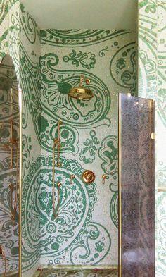 Vi piace questa doccia in mosaico artistico con inserti in oro? - Do you like this shower in artistic mosaic with gold inserts?