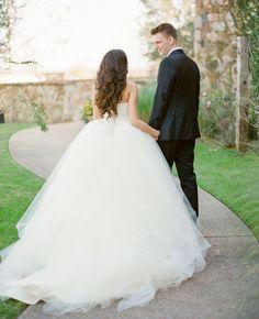 シルエットを変えて白⇒白が最近のトレンド♡純白ウェディングドレスを〔2着〕着たい場合の選び方まとめ♩にて紹介している画像